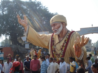 Shirdi_Sai_Baba_huge_idol