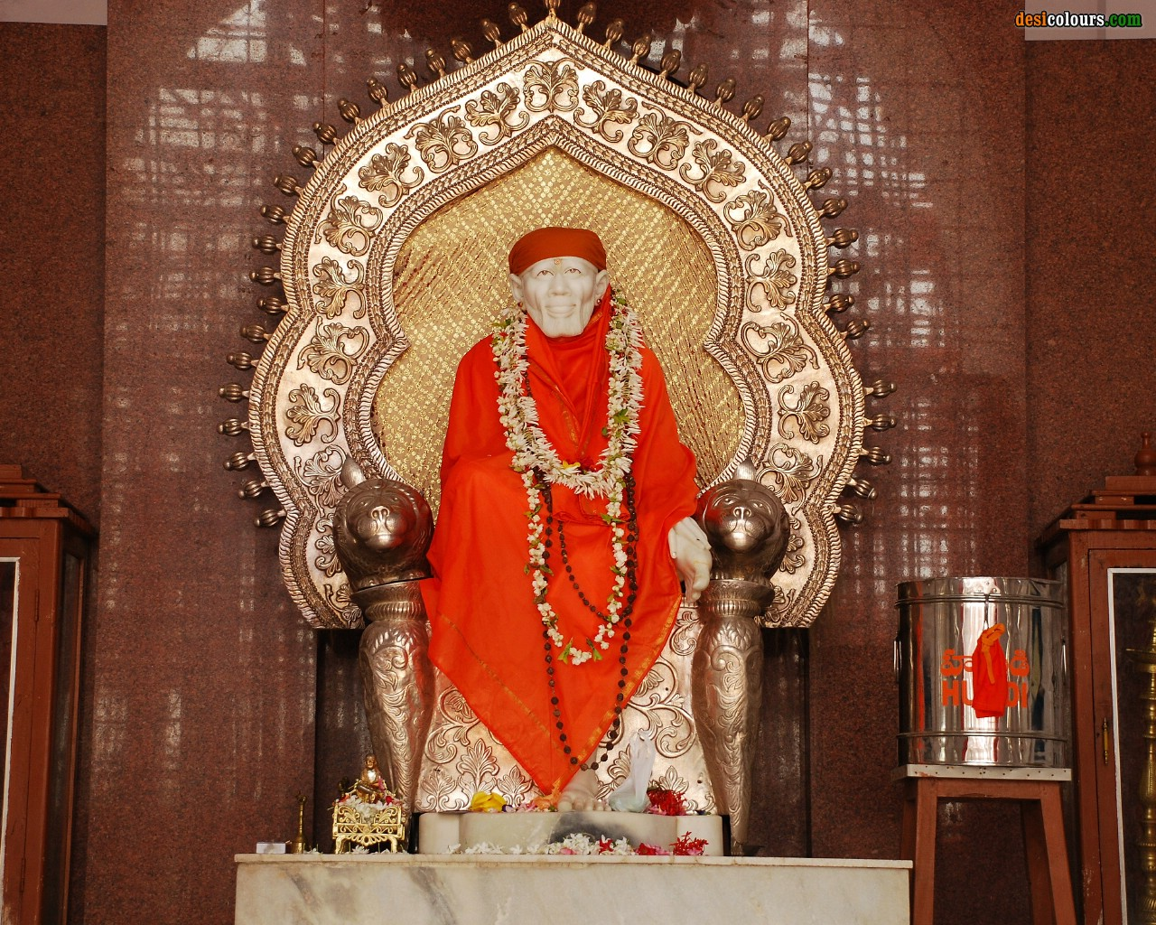 Miracle In Shirdi 5 1 2012 Shirdi Sai Babas Image Appears On Wall