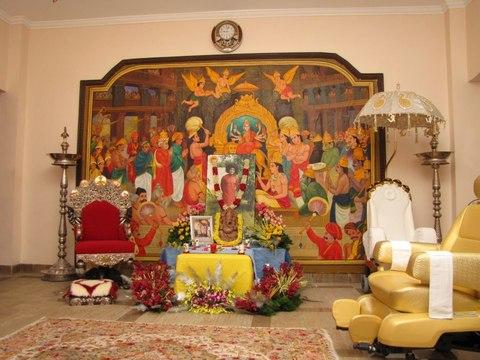 Swami's+Altar+in+the+Divine+Residence+-+Yajur+Mandiram